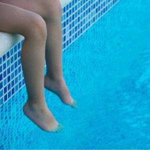 טיפול בבריכות שחייה - [IMG]